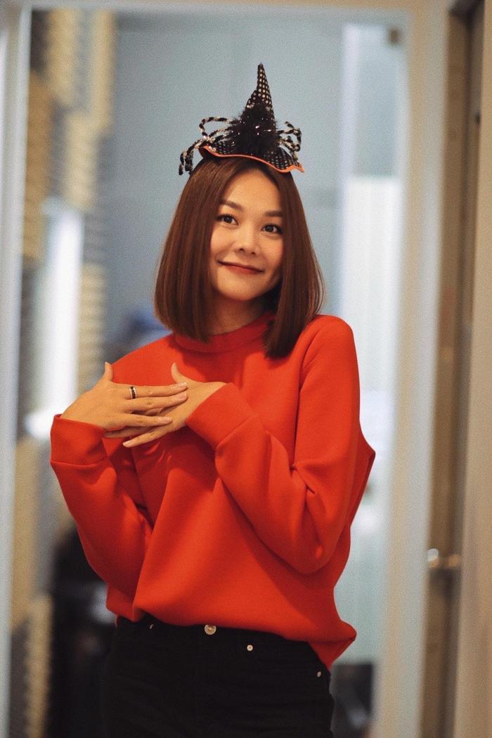 """Siêu mẫu Thanh Hằng với phong cách mạnh mẽ, quyền lực quyết định """"hóa ngây thơ"""" vài dịp Halloween năm nay."""