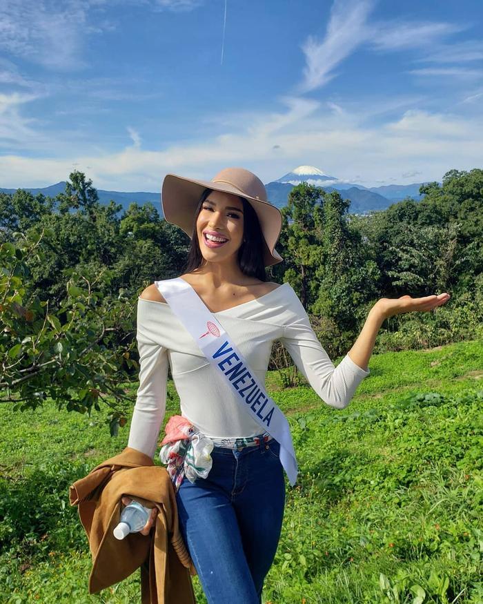 """Có nhiều lợi thế từ sắc vóc, hiệu ứng truyền thông và dải băng Venezuela cực kì danh giá, Melissađược dự đoán sẽ """"làm nên chuyện"""" ở cuộc thi lần này."""