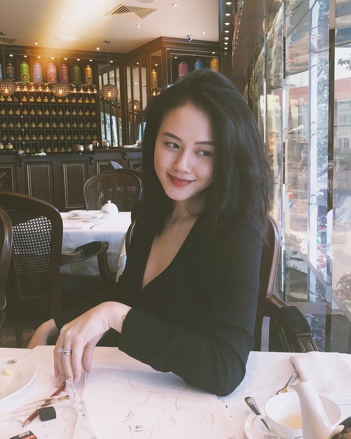 Dàn hotgirl Nghệ An: Người là bạn gái cầu thủ, người tài năng bắn 7 thứ tiếng chuẩn hình tượng con nhà người ta ảnh 8
