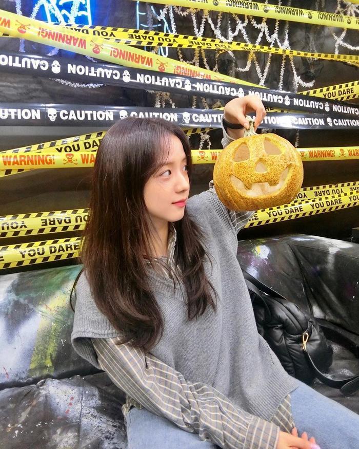 Jisoo khoe ảnh ăn chơi đêm Halloween ảnh 1