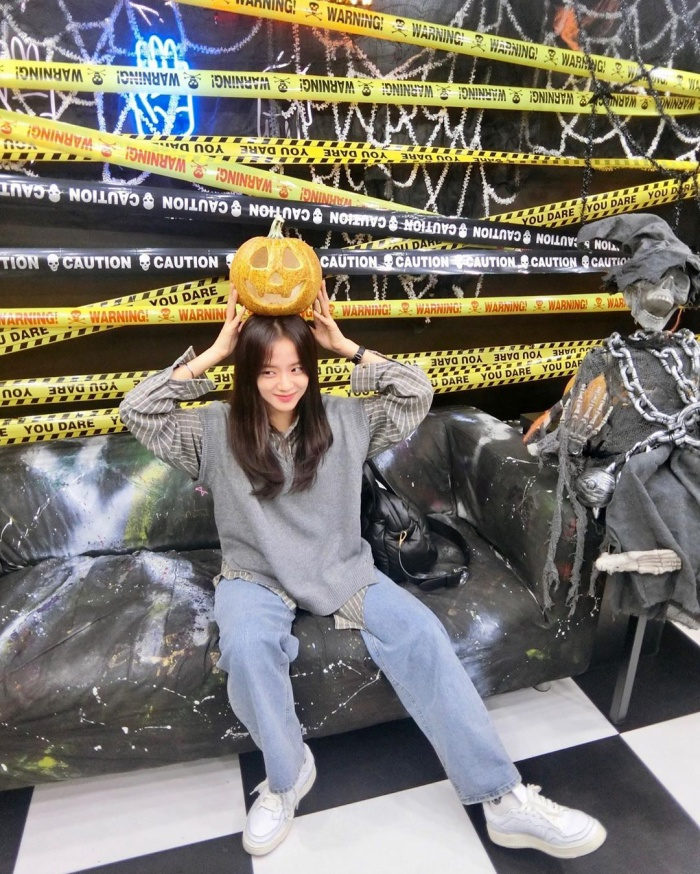 Jisoo khoe ảnh ăn chơi đêm Halloween ảnh 2