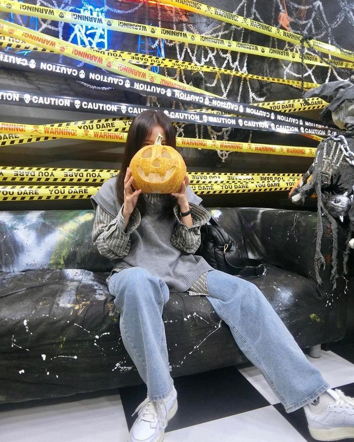 Jisoo khoe ảnh ăn chơi đêm Halloween ảnh 3