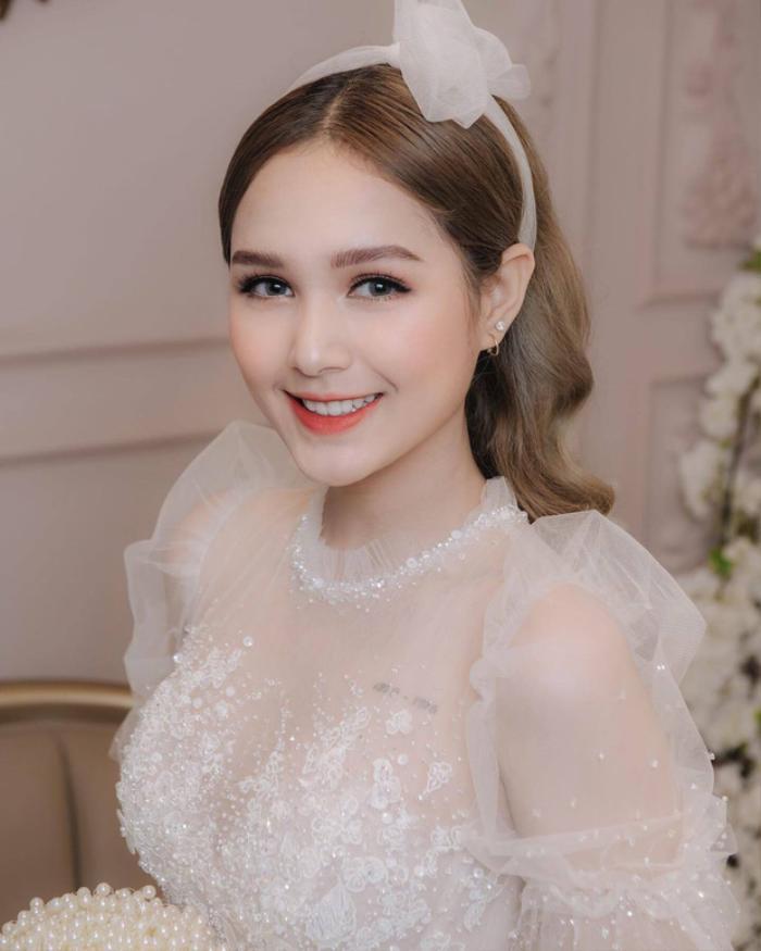 Phạm Thùy Trang được dân mạng chú ý sau khi xuất hiện trên khắp diễn đàn trai xinh gái đẹp, cô thường bị nhầm lẫn là gái Tây