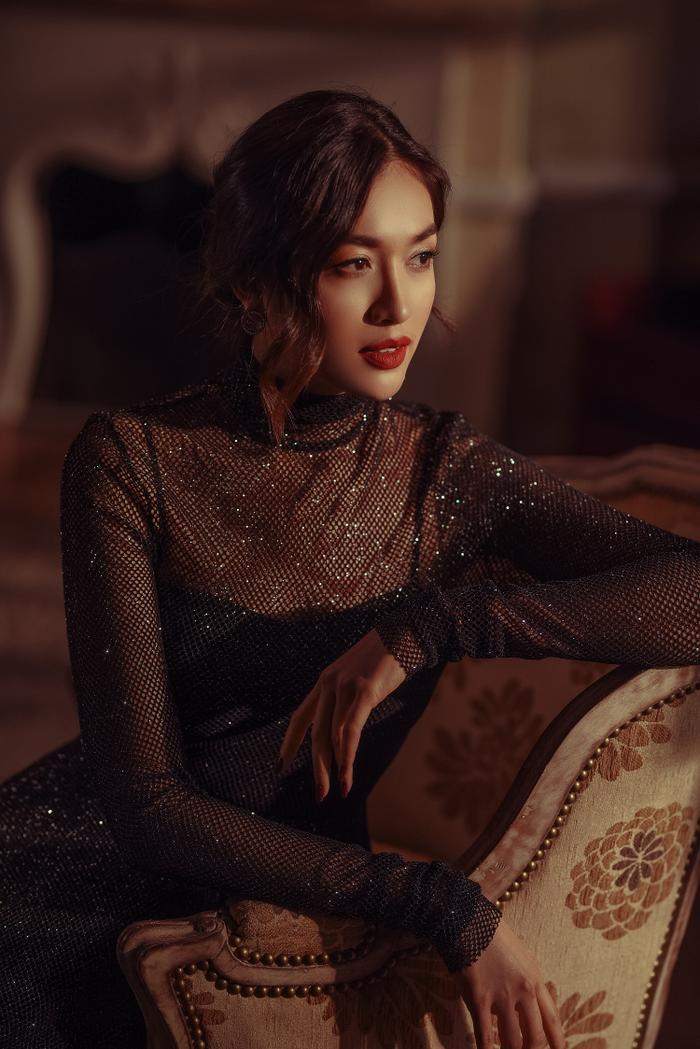 Á hậu Lệ Hằng đẹp sắc sảo trong MV Sai nắng.