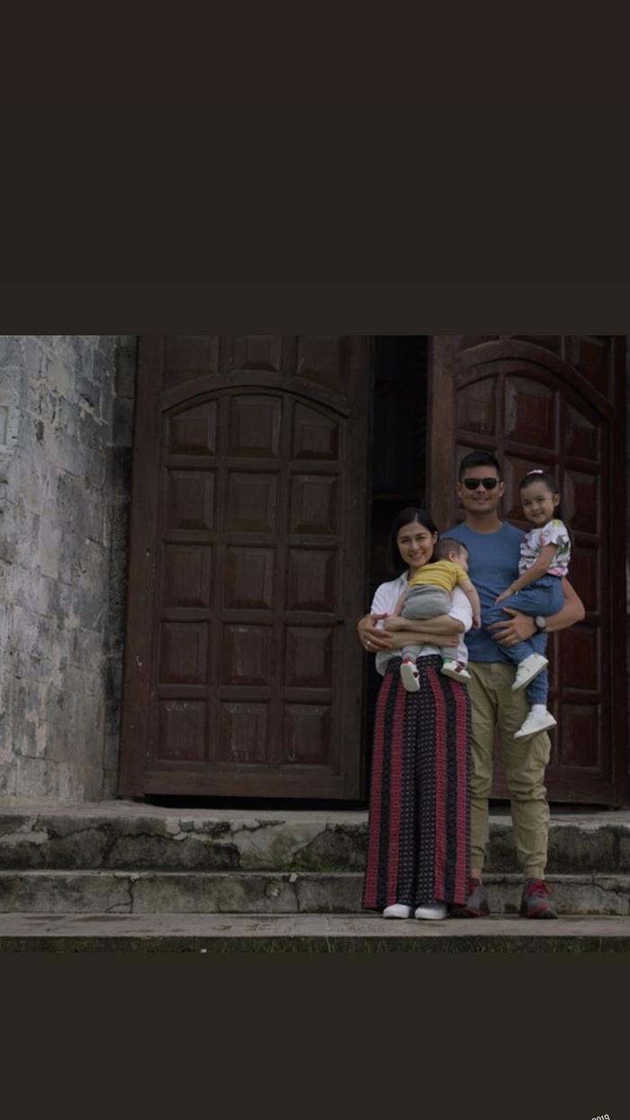 Hình ảnh gia đình 4 người được nam tài tử Ding Dong chia sẻ trên story instagram của mình