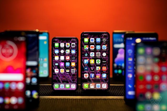 iPhone 12sẽ được bán ở mức giá cao hơn so vớiiPhone 11 Pro hiện tại, tức hơn 1.000 USD. (Ảnh: The Verge)