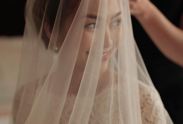 Nàng ngọc nữ cũng chia sẻ lại hình ảnh e ấp trong chiếc váy cưới trong hôn lễ cách đây 7 năm