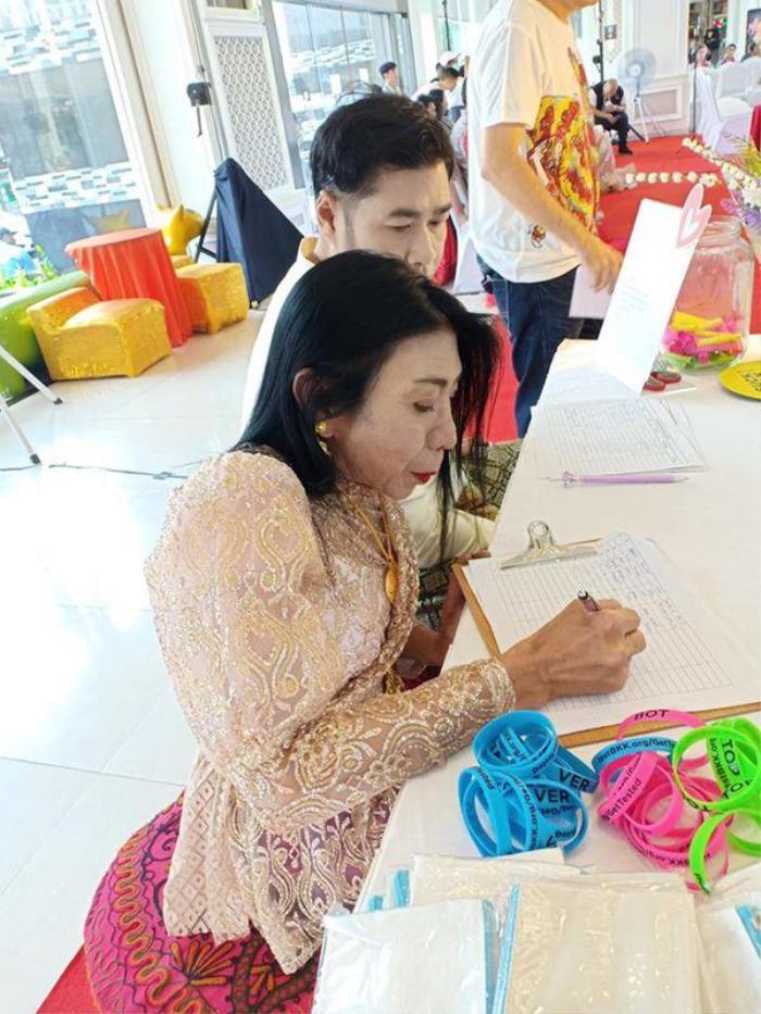 Sitang Buathong, người chuyển giới đào hoa từng nổi tiếng nhất mạng xã hội Thái Lan bây giờ ra sao? ảnh 6