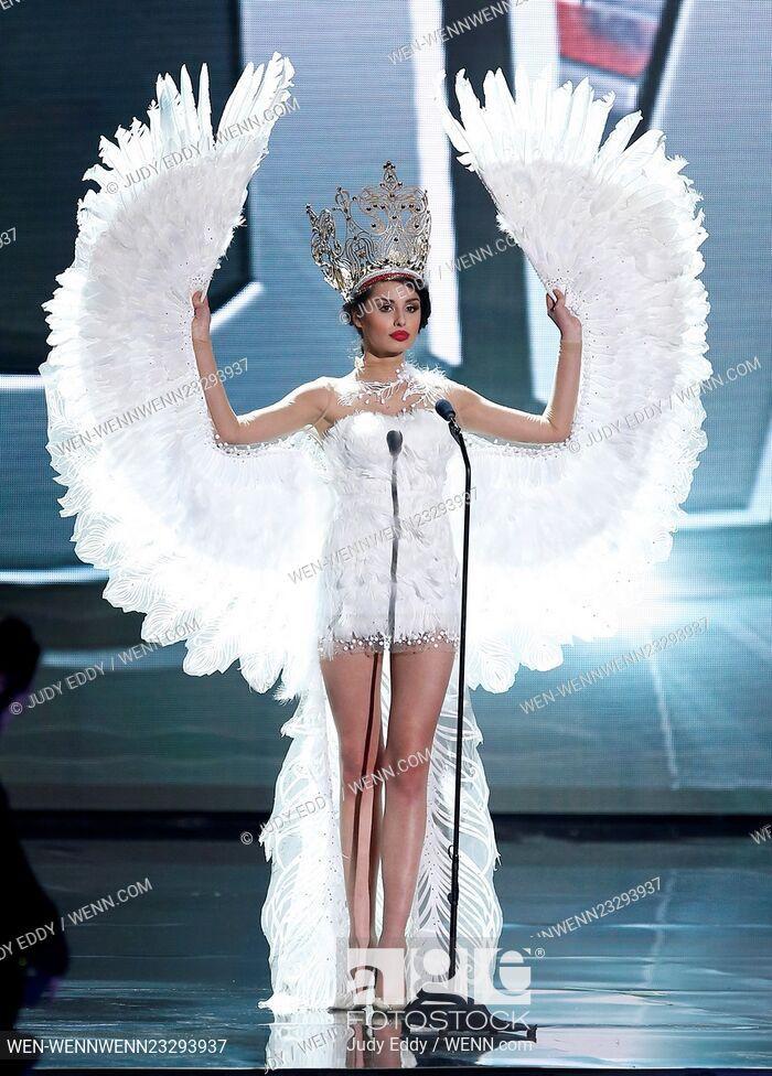 Tương tự ở kỳ Miss Universe 2015, Hoa hậu Ba Lan mang cả đôi cánh khổng lồ lên sân khấu.