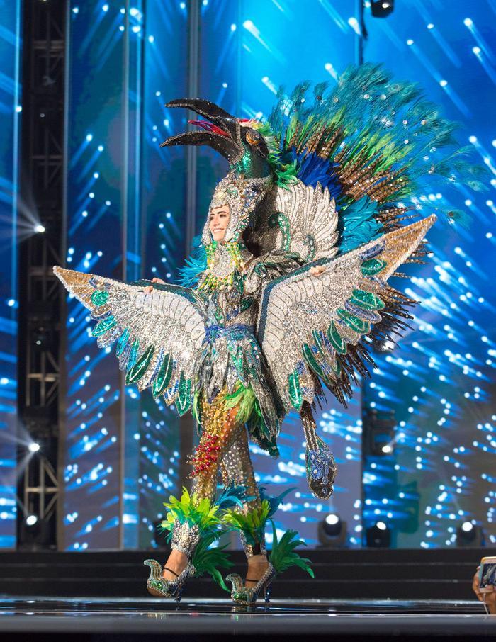 Cồng kềnh, đa sắc hơn một chút, Hoa hậu Nicaragua vỗ cánh đầy quyền lực với bộ cánh lấy cảm hứng từ loài Đại bàng xanh.