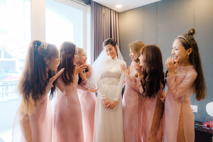 Khoảnh khắc xúc động: Mỹ Tâm gửi hoa chúc mừng  đám cưới, Đông Nhi bẽn lẽn chờ chú rể Ông Cao Thắng đến rước dâu ảnh 11