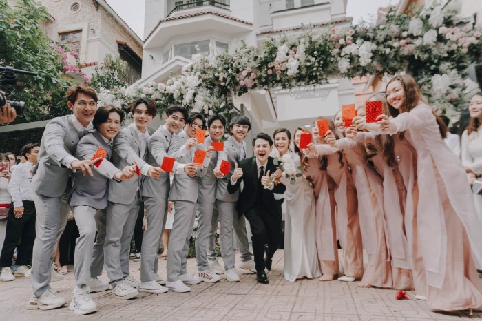 Khoảnh khắc xúc động: Mỹ Tâm gửi hoa chúc mừng  đám cưới, Đông Nhi bẽn lẽn chờ chú rể Ông Cao Thắng đến rước dâu ảnh 9