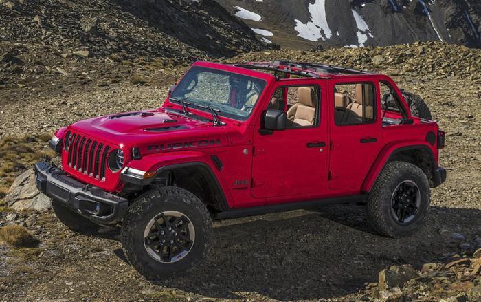 """Đứng thứ nhất trong danh sách là mẫu xe """"khủng long"""" Jeep Wrangler Unlimited (4 cửa)với tỷ lệ mất giá chỉ 30%sau 5 năm sử dụng"""