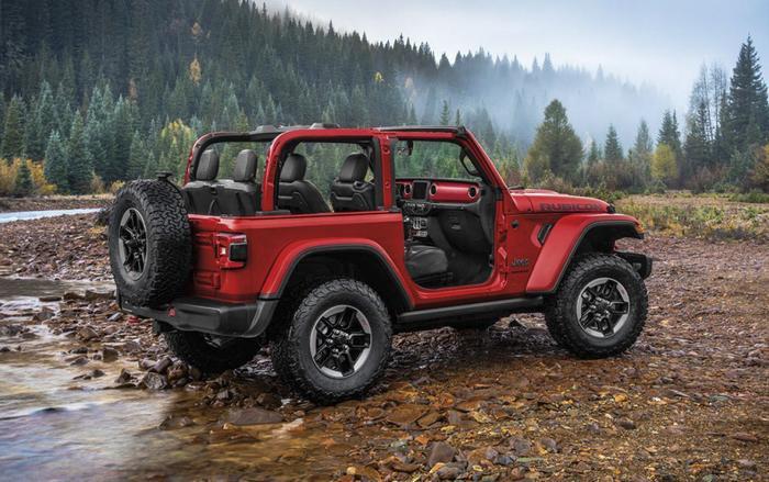 """Đứng thứ 2 trong danh sách là Jeep Wrangler (2 cửa) với tỷ lệ mất giá sau 5 năm sử dụng là31,5%. Theo CEOiSeeCars,Jeep Wrangler lý do Jeep Wrangler có thể giữ giá như vậy là nhờ """"sự khỏe khoắn, bền bỉ và thiết kế biểu tượng""""."""