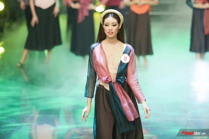 Bên cạnh những vai diễn, dấu ấn thành công đưa Khánh Vân đến gần hơn với công chúng đồng thời khẳng định năng lực làm mẫu là khi cô nàng tham gia Siêu mẫu Việt Nam 2018.