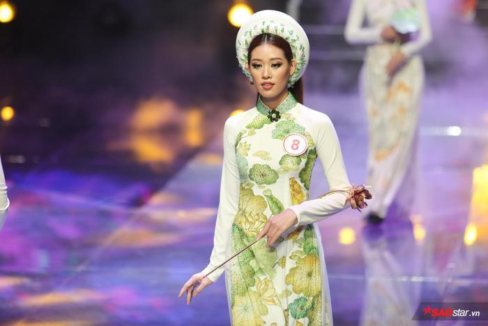 Ngoài lợi thế hình thể, sự tập trung, rèn luyện kĩ năng khiến học trò Hương Giang nhận được rất nhiều lời khen và đánh giá cao từ những vòng đầu.