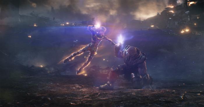 Dù là Captain Marvel cũng không thể nào cản được Thanos.