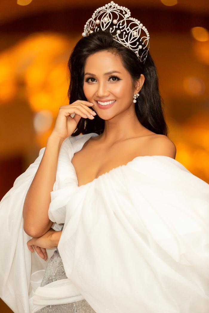 Hoa hậu H'Hen Niê sẽ là MC trong đêm thi Bán kết.