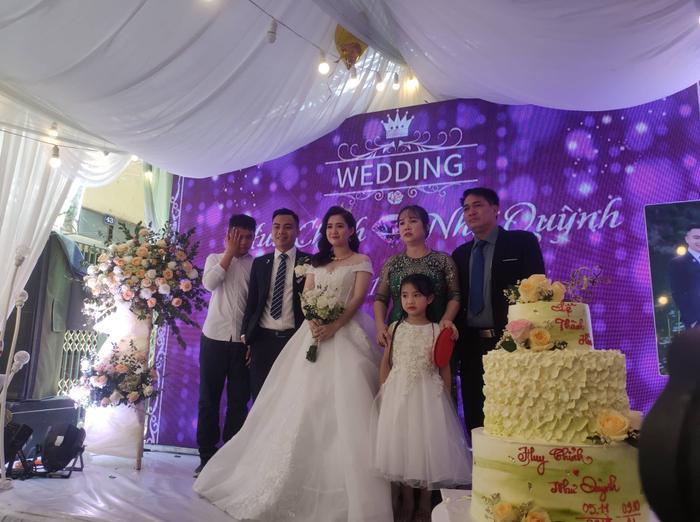 Chân dung cô dâu, chú rể với đám cưới có một không hai.(Ảnh: Nguyễn Tuấn Vũ).