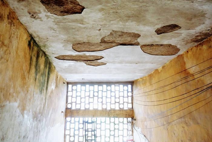 Cuộc sống bên trong khu tập thể nguy hiểm nhất Hà Nội: Kẻ sơ tán, người vẫn quyết tâm bám trụ ảnh 8
