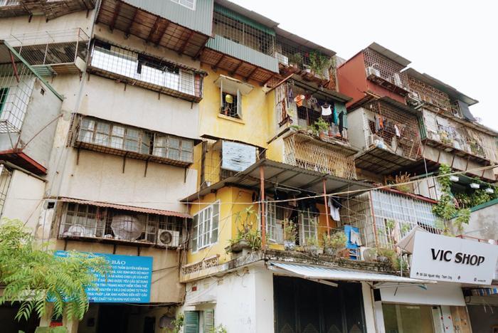 Khu nhà G6A thuộc khu tập thể Thành Công, nằm trên đường Nguyên Hồng (phường Thành Công, quận Ba Đình, Hà Nội) được đưa vào sử dụng từ năm 1987. Qua thời gian, khu nhà đã xuống cấp trầm trọng và cơ quan chức năng đã xếp vào danh sách công trình cấp độ D, thuộc diện khu tập thể nguy hiểm.