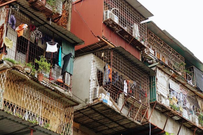 Tòa chung cư cũ này gồm 5 tầng, có 3 đơn nguyên. Trong đó, hai đơn nguyên 1 và 2 có mức độ nguy hiểm cấp D, đơn nguyên 3 mức độ nguy hiểm cấp C.