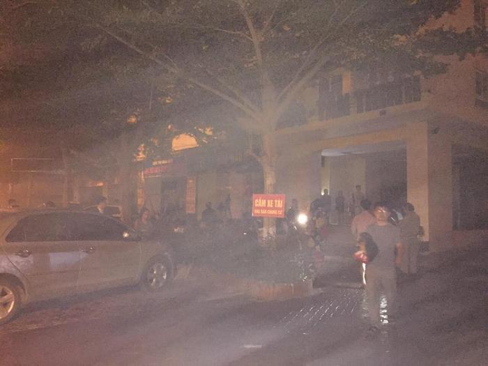 Hàng trăm người hoảng loạn khi phát hiện vụ cháy