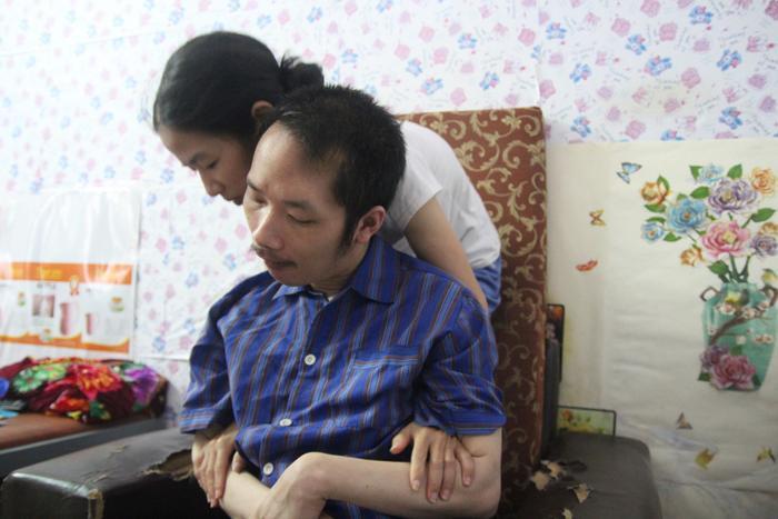 Người vợ dành cả thanh xuân suốt 10 năm chăm chồng bị liệt toàn thân: Tương lai tôi gắn với cuộc đời anh rồi ảnh 5