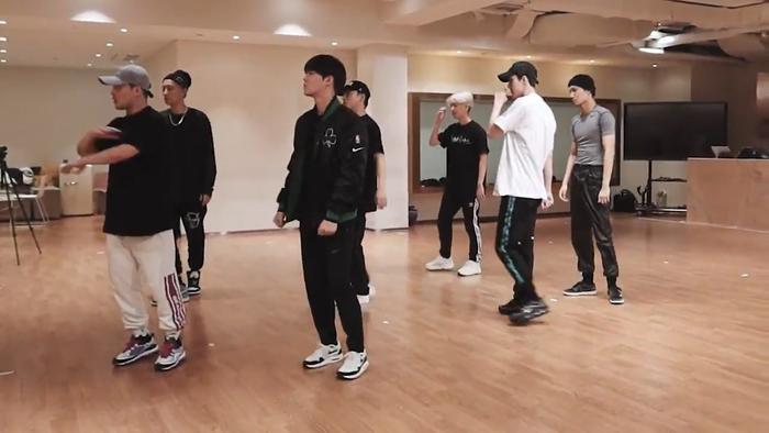 EXO đăng tải thính đặc biệt từ phòng tập cho màn comebackOBSESSION của mình.