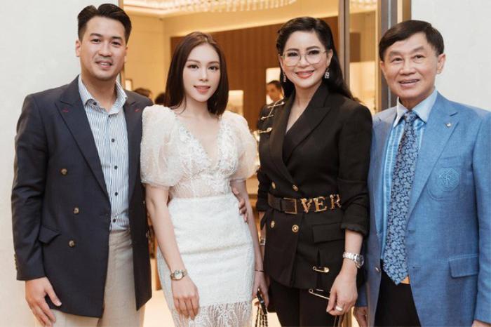 Linh Rin và gia đình của bạn trai thiếu gia