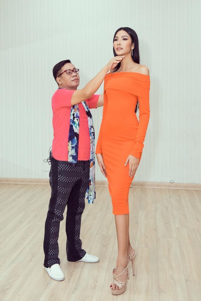 Thầy dạy catwalk của HHen Niê 3 lần liên tiếp khẳng định Hoàng Thùy sẽ đăng quang Miss Universe 2019 ảnh 1