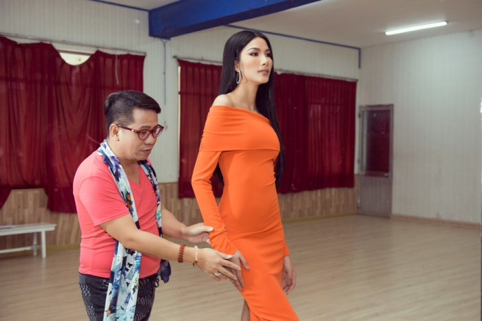Thầy dạy catwalk của HHen Niê 3 lần liên tiếp khẳng định Hoàng Thùy sẽ đăng quang Miss Universe 2019 ảnh 3