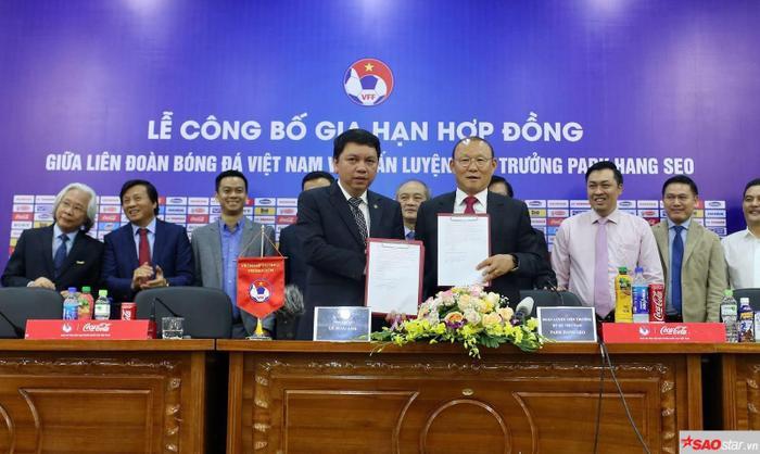 """HLV Park Hang Seo được kỳ vọng phá vỡ """"lời nguyền"""" dành cho các HLV tuyển Việt Nam."""