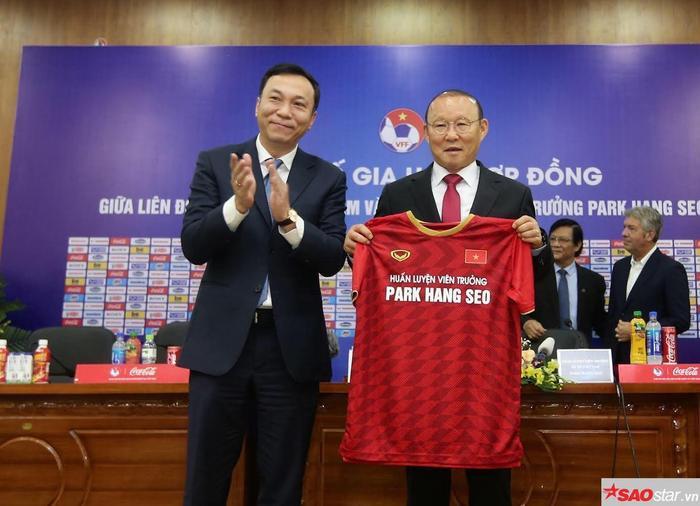 HLV Park Hang Seo ký hợp đồng 3 năm với VFF.