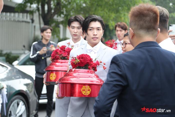 Ông Cao Thắng và nhà trai méo mặt vì thử thách ăn chanh do dàn phù dâu Đông Nhi đặt ra ảnh 5