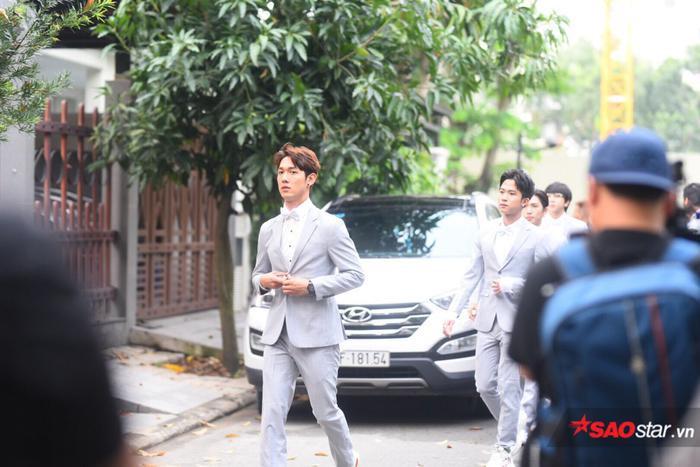 Ông Cao Thắng cười không ngớt trong ngày thành hôn, Song Luân  Uni5 làm phù rể cạnh tranh độ soái ca ảnh 6