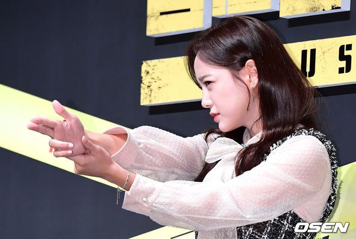Họp báo Busted 2!: Park Min Young đẹp quyến rũ bên Sehun (EXO) và Lee Seung Gi ảnh 15
