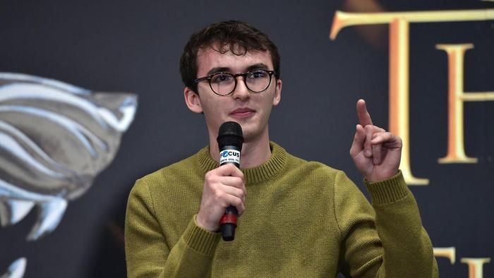 IsaacHempstead-Wright cũng từng bày tỏ quan điểm về vai trò của Bran Stark trong tập 3 mùa 8.