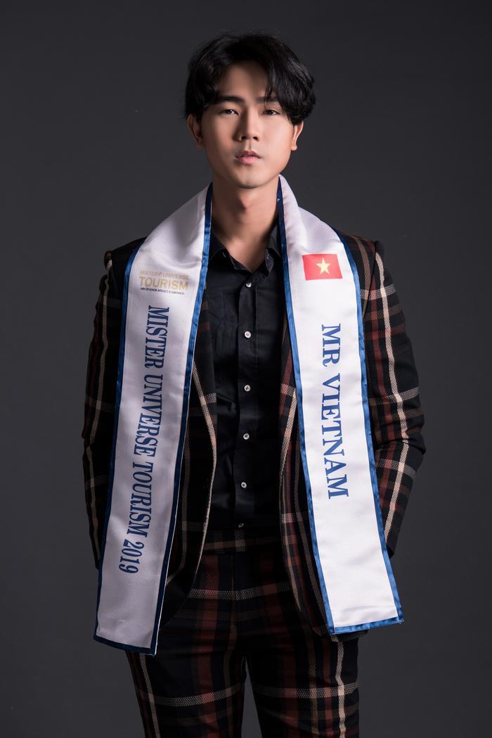 """Cơ thể đẹp như """"chuẩn soái ca"""" là thế mạnh để Nguyễn Luân trở thành đại diện Việt ở cuộc thi quốc tế."""