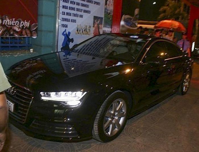 Vào thời điểm đầu năm 2015, Đông Nhi cũng từng mạnh tay chi hơn 3,3 tỷ đồng để sở hữu xe sang Audi A7 Sportback. Đây cũng là chiếc xe Audi A7 duy nhất có mặt tại Việt Nam thời điểm đó.