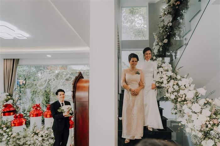 Tấu hài cực mạnh với màn chế ảnh hài hước khoảnh khắc trong đám cưới Đông Nhi  Ông Cao Thắng ảnh 7