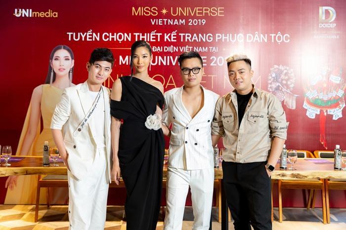 Ngô Mạnh Đông Đông cũng chính là trong 3 NTK đồng hành với vai trò cố vấn cho thiết kế trang phục dân tộc cho Việt Nam tạiMiss Universe 2019 năm nay.