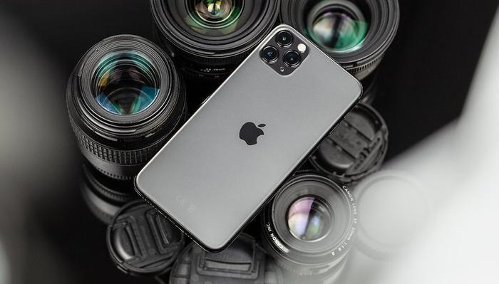 Điểm nhấn của iPhone 11 Pro Max nằm ở cụm camera sau. Đây là năm đầu tiên iPhone có camera góc siêu rộng. (Ảnh: AndroidPIT)