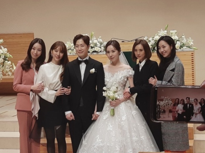 Yoon Eun Hye cùng nhiều sao Hàn dự đám cưới Kan Mi Yeon  Hwang Paul ảnh 0