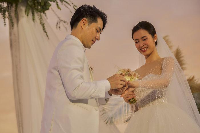 Sau phần phát biểu này, vợ chồng Đông Nhi – Ông Cao Thắng cũng rơi nước mắt vì xúc động