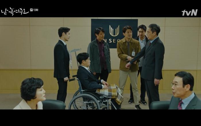 Lee Hyung Du bị bắt khẩn cấp.