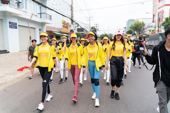 Tái ngộ HHen Niê, Lệ Hằng  Mâu Thủy tranh nhau làm Hoàng Thùy để được thi Miss Universe 2019? ảnh 0