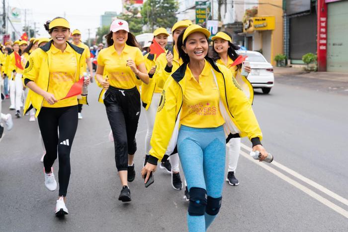 Tái ngộ HHen Niê, Lệ Hằng  Mâu Thủy tranh nhau làm Hoàng Thùy để được thi Miss Universe 2019? ảnh 3