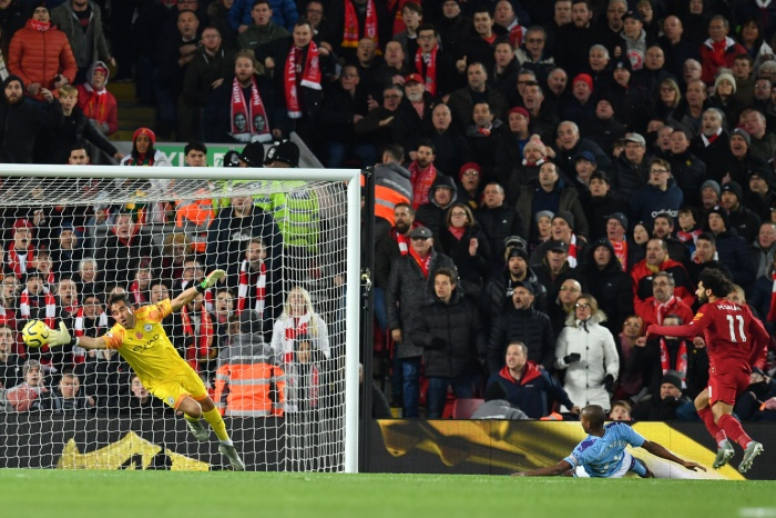 Salah đánh đầu nâng tỉ số lên 2-0.