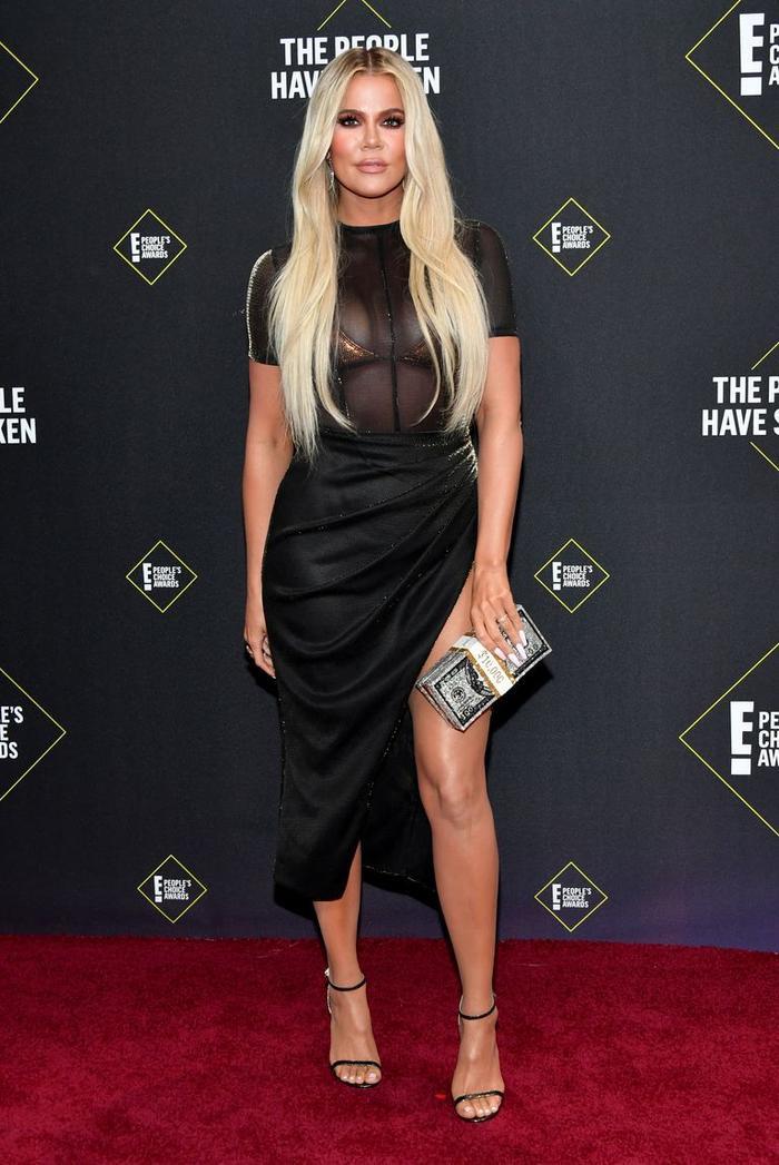 Dàn mỹ nữ nhà Kardashians khoe trên hở dưới chặt đẹp thảm đỏ Peoples Choice Awards ảnh 6